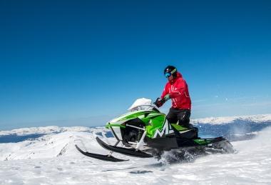 Tură cu snowmobil